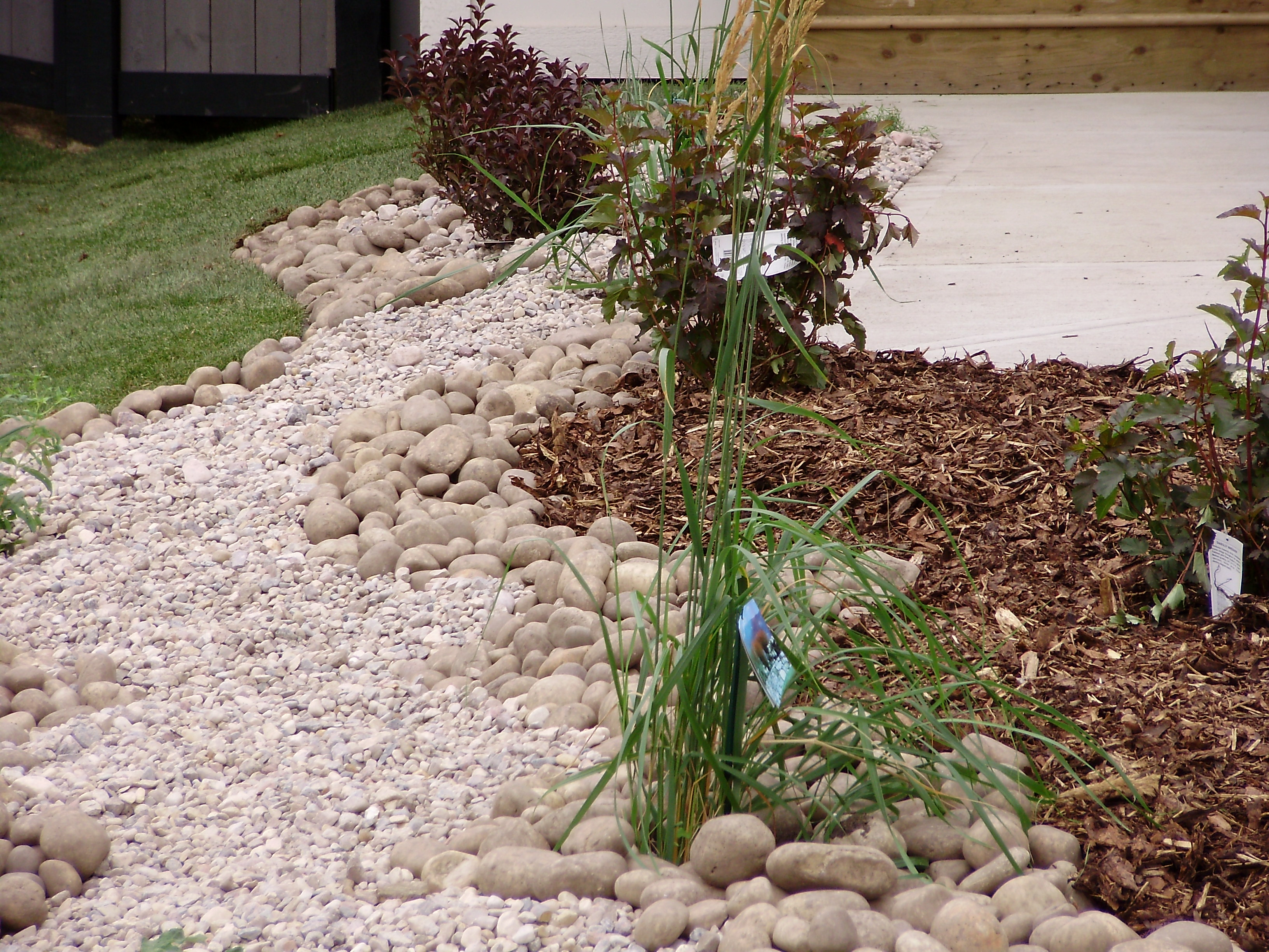 Feel free: Houzz pictures of landscaping gardens dry creek on Landscaping Ideas For Wet Backyard id=40696