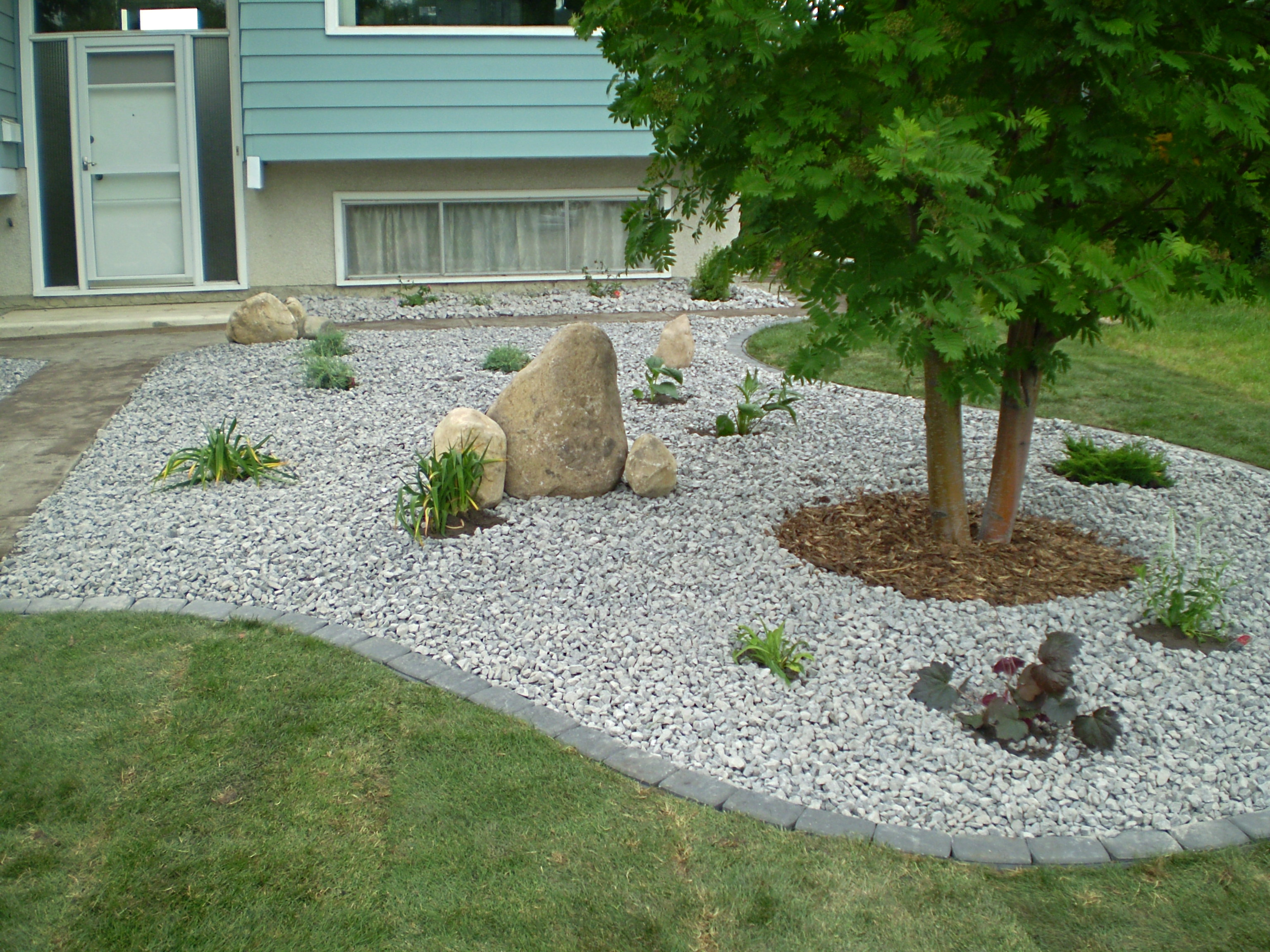 Landscaping With Stone Mulch Pictures : Boulders feature rocks bubblers whitemud landscaping